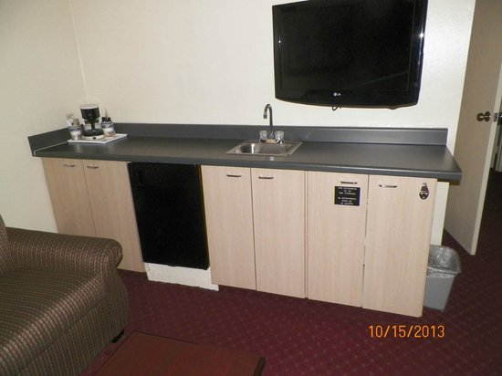 Best Western Continental Inn : Refrigerator, Microwave, Television #1, Countertop and sink