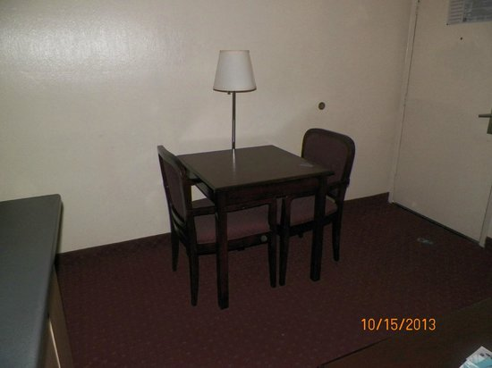 Best Western Continental Inn : computer/dining table in living room area