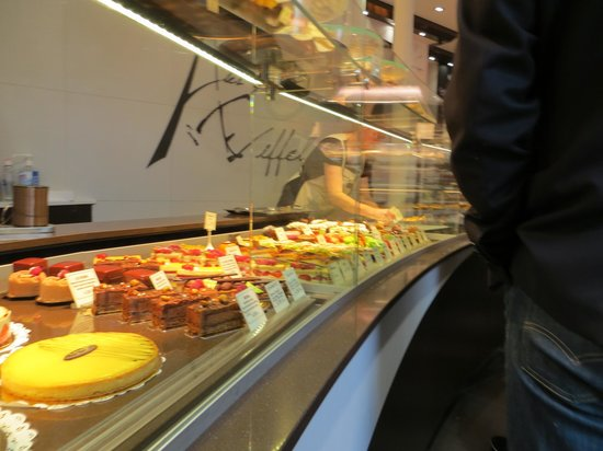 Les Gourmandises D'Eiffel : Amazing variety of pastries, breads and chocolates