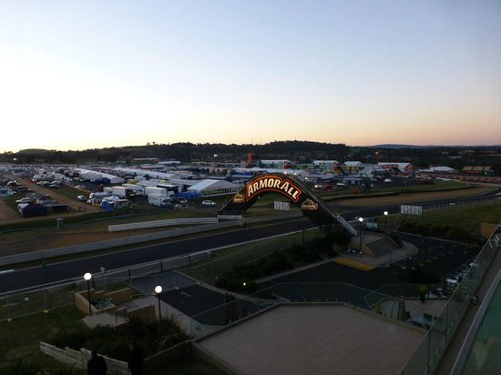 Rydges Mount Panorama Bathurst: Night time