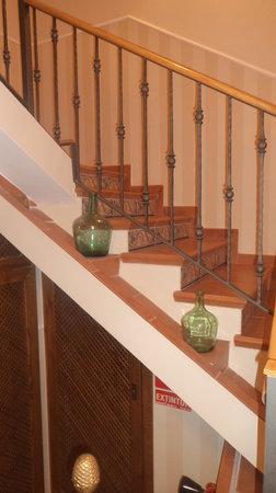Hotel Restaurante Can Joan : escaleras habitaciones