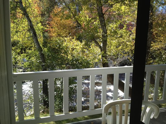 The Wayside Inn: Sitting on balcony listening to soothing river