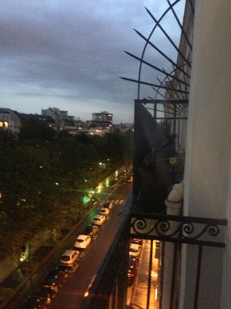 Best Western Hotel Marais Bastille: The view to the right