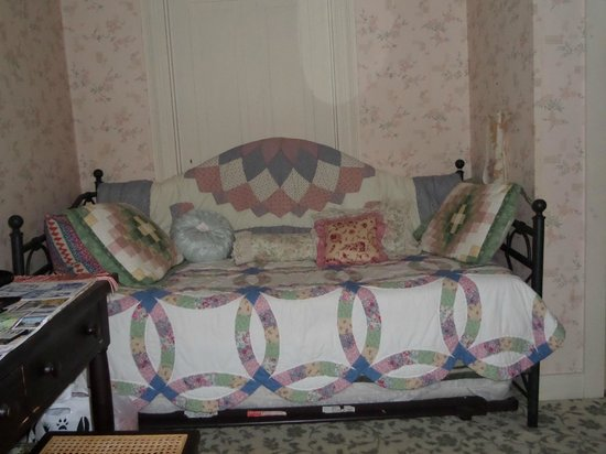 Jay, NY: Day Bed in Jane Austen Room