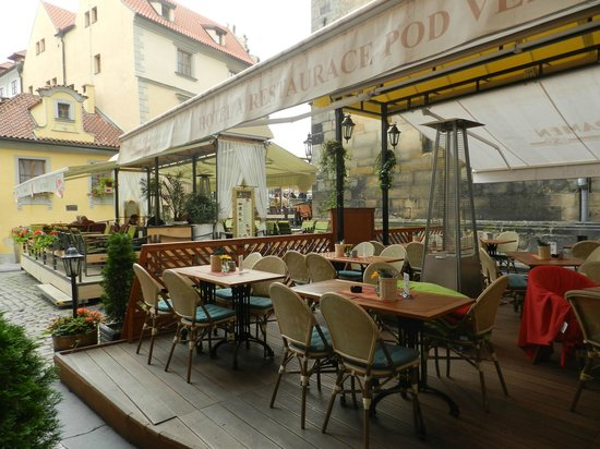 Hotel Pod Vezi : A cafe right outside the door of the hotel