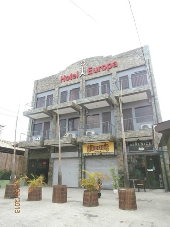 Hotel Europa Basak Philippines : Main View with Pizza Parlor and Cafe on ground floor