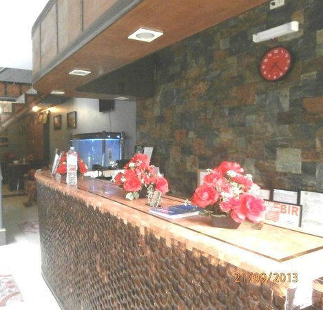 Hotel Europa Basak Philippines : Reception Desk