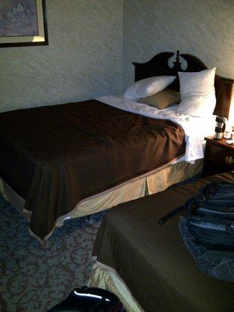 Airport Inn : Queen bed