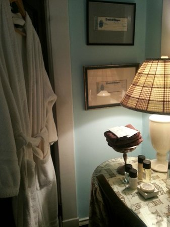 The Inn at Court Square: A view of the vanity area in our bathroom