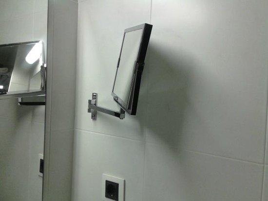 Hotel Dimar: Specchio asta rotta