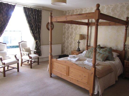 Gellifawr Woodland Retreat: Our bedroom