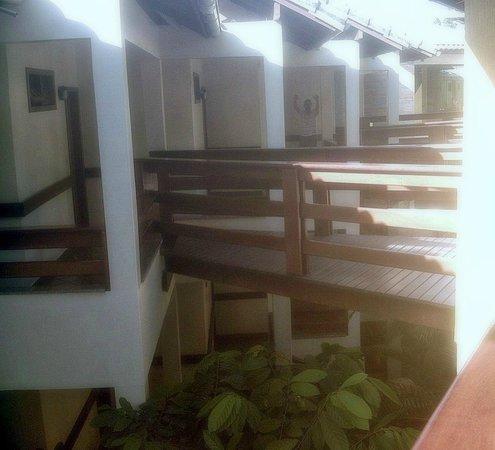 Quinta do Sol Praia Hotel: Entrada dos quartos de fundos