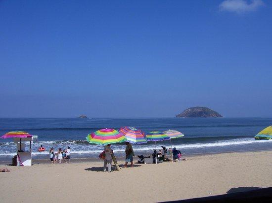 Decameron Los Cocos: Real Beach vendors