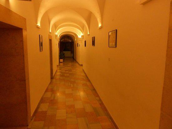 Custodia Di Terra Santa Casa Nova : Corridor