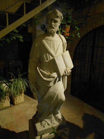 Custodia Di Terra Santa Casa Nova: Statue