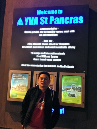 YHA London St Pancras: entrance signage