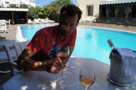 Zahra´s Grill : terrasse piscine