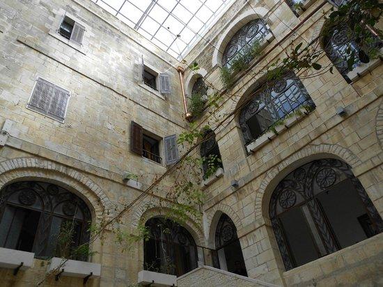 Custodia Di Terra Santa Casa Nova: Hall