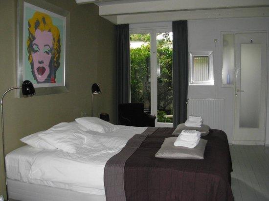 WestViolet Bed & Breakfast: Quarto térreo - cama super confortável