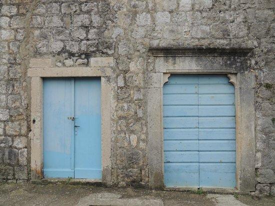 Sipan : well, doors