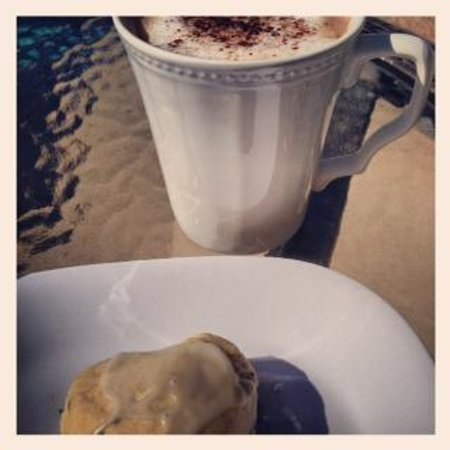 La Maison Hotel: Morning Latte and home made scone