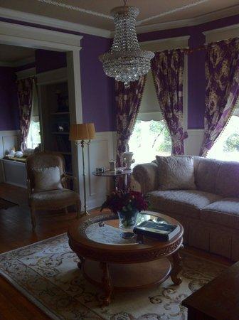 Torrington Manor B&B: Beautiful living room