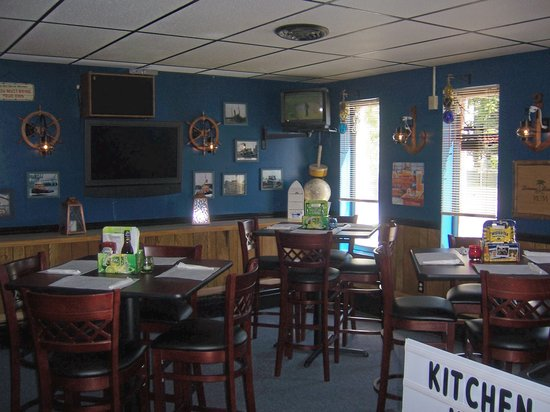 Tugboat Tavern: Dining Area