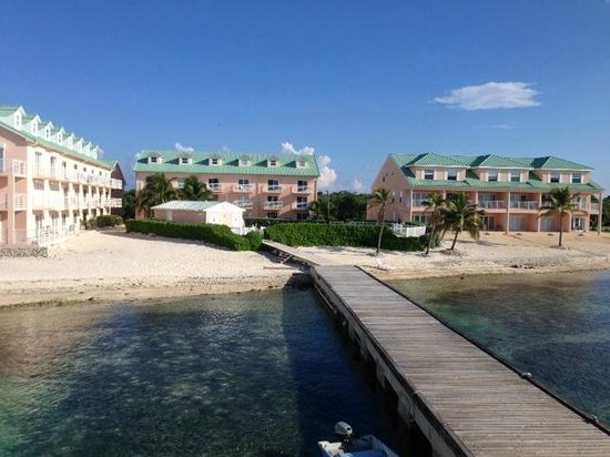 Carib Sands Beach Resort: View of the resort from the dock