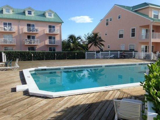Carib Sands Beach Resort : Pool area