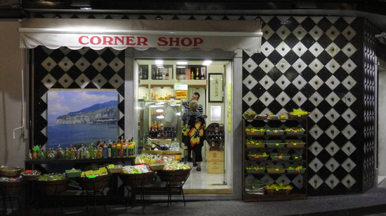 Corner Shop Sorrento: Awesome little store!