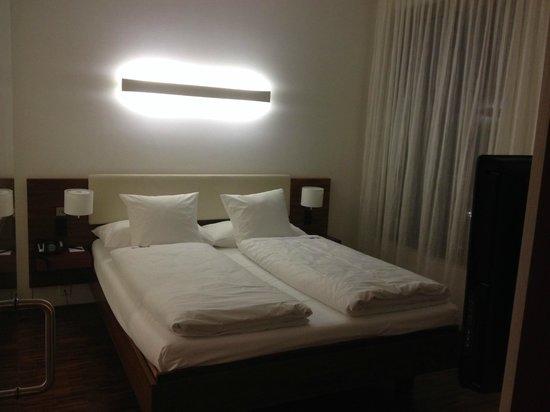 Hotel Stuecki Basel : bedroom