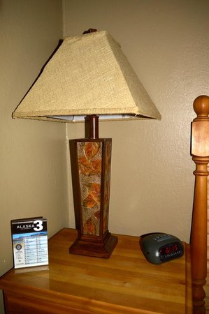 Creekwood Inn: Lamp