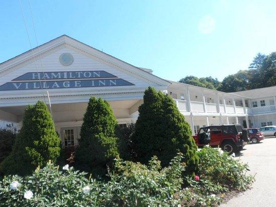 Hamilton Village Inn: Exterior front