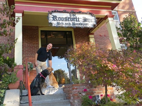The Roosevelt Inn: John and Rohan welcome our lab Hans