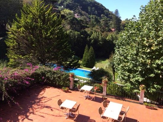 Hotel Sintra Jardim: Patio and Pool