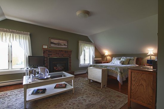Brass Lantern Inn: Mt. Mansfield room