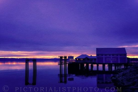 The Sidney Pier Hotel & Spa: Sunrise in front of Sidney Pier Hotel