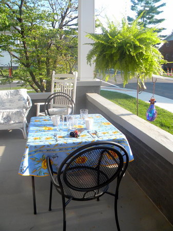 The Flying Frog Bed and Breakfast: Breakfast table on front porch