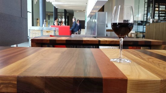 Hotel & Spa Le Germain Charlevoix : Lobby bar