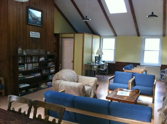 Hostelling International - Martha's Vineyard: Living Room
