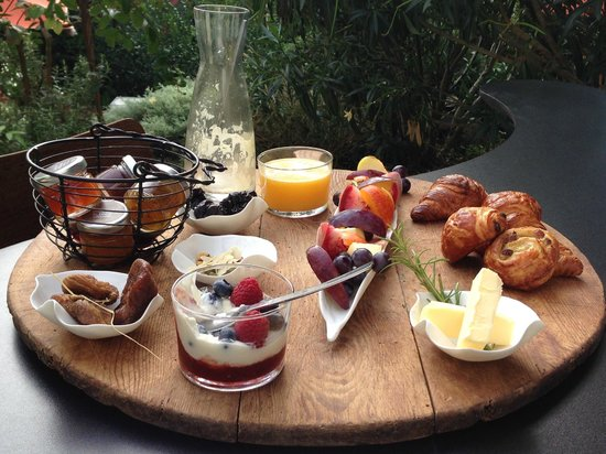 Mas de l'Amarine : Breakfast Provençal, complements of Alice