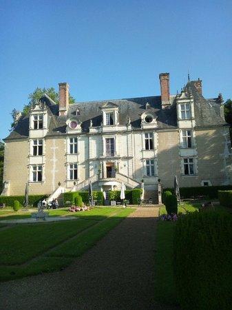 Chateau de Noizay: 中庭からホテルをのぞむ