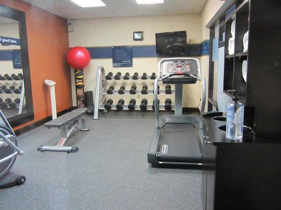 Hampton Inn Bedford: exercise room