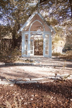 StoneCreek Settlement Bed and Breakfast: Glass chapel