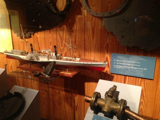 North Carolina Maritime Museum: Scale model of a civil war blockade runner