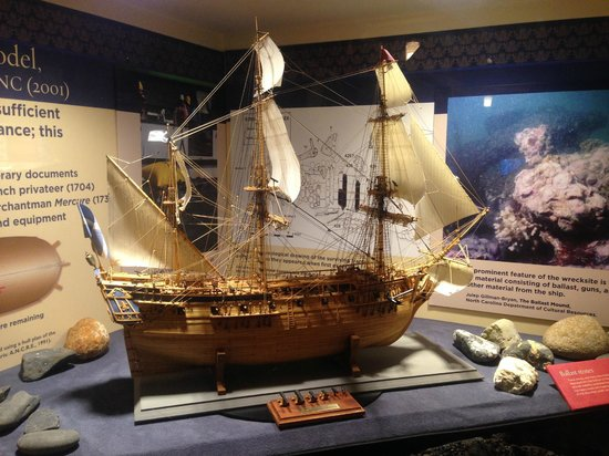 North Carolina Maritime Museum: Scale model of Blackbeard's ship Queen Anne's Revenge (formerly the French ship La Concorde).
