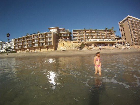 Surf & Sand Resort : Swimming with sis