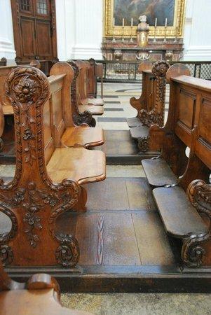 St. Ursen Cathedral: pews