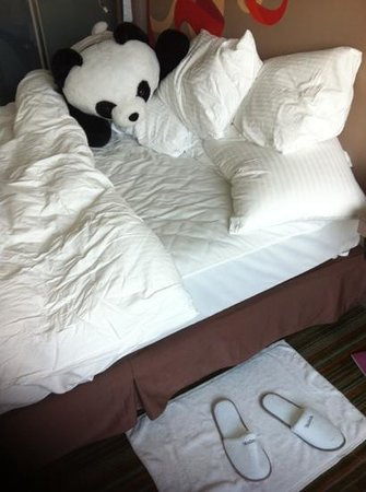 Hotel Novotel Taipei Taoyuan International Airport: very firm bed, but lots of very soft pillows - and a panda for company!