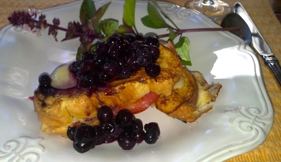 The Inn at Gothic Eves: amazing breakfast -- blueberry breakfast monte criscos!